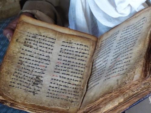 de superbes livres anciens datant du 15ème siècle