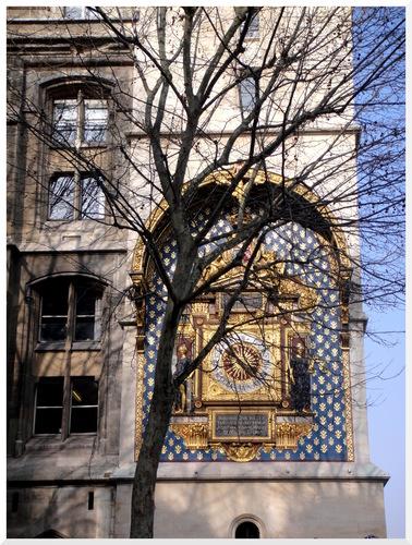 Paris. L'horloge de la Conciergerie.