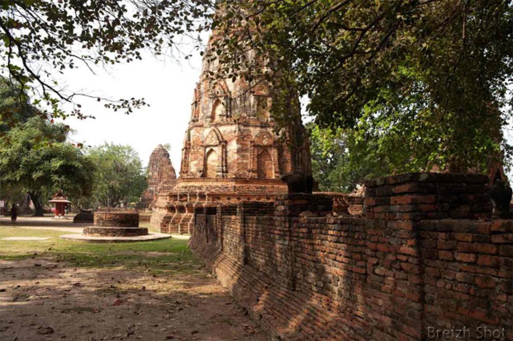 Wat Mahathat dans le parc historique d'Ayutthaya  -  Les stupas
