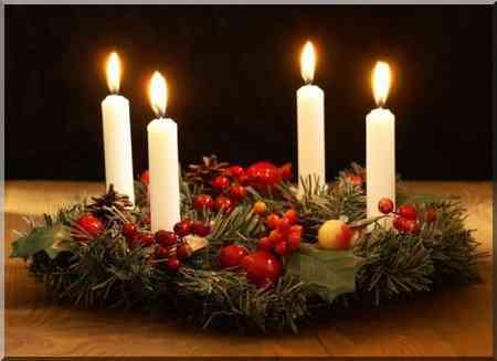 L'Avent couronne de Noël, en Suède les bougies sont blanches