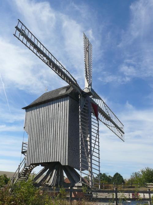 Le moulin à vent champenois de Dosches, dans l'Aube