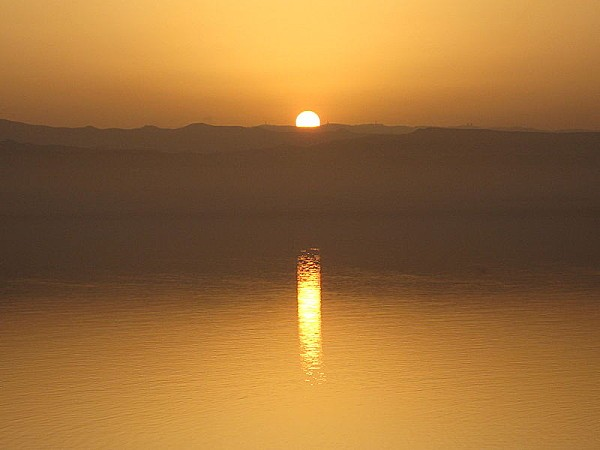 800px-Dead Sea Sunsets (2)