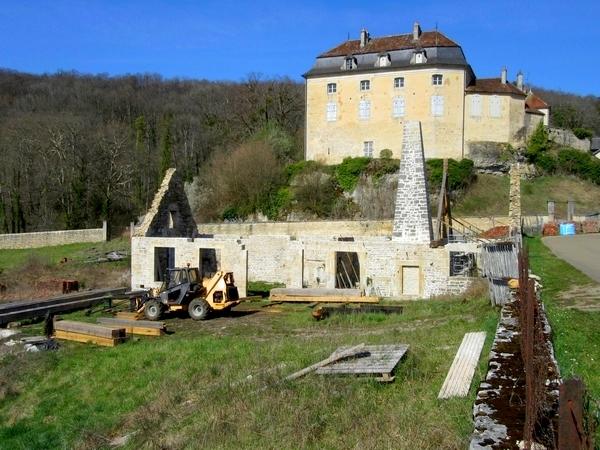 La forge de Rochefort est en reconstruction !!! quelle excellente nouvelle....