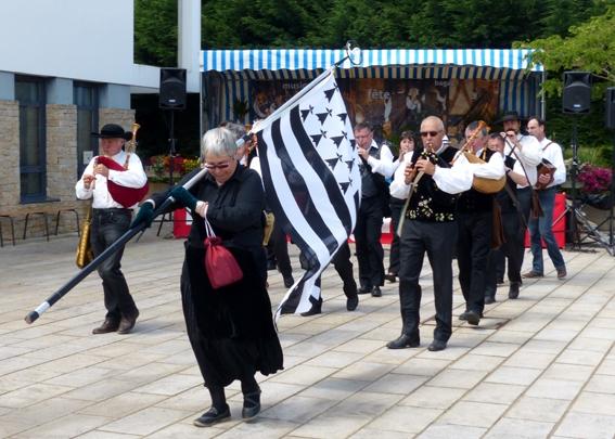 La Strollad Kozh en parade à Baden en Fête