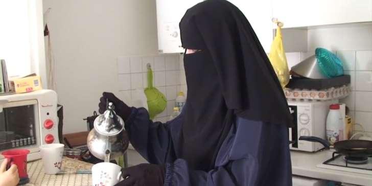 """Selon sa mère, Émilie König a été """"torturée"""" par les forces kurdes"""