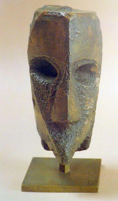 Masque Y-   d'après une  sculpture  de Max  Ernst - ( RC )