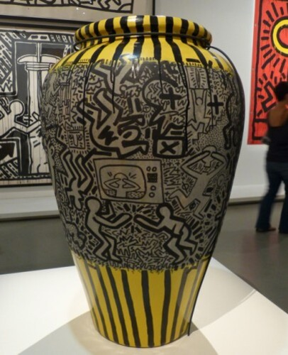 Keith Haring political line vase TV 2