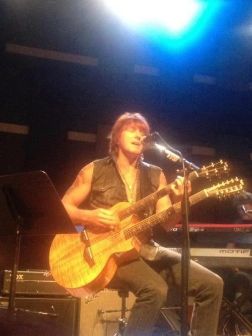 Richie sambora en image  en radio aujourd'hui 14 sept 2012
