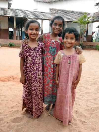 09 - 3 soeurs, 3 filles dans le monde