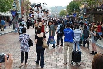 hong_kong_disneyland_-_main_street_usa