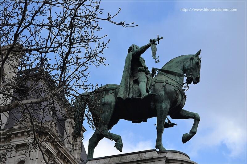 L'Hôtel de Ville de Paris : Statue équestre d'Etienne Marcel