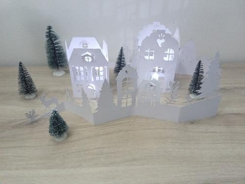 Kirigami d'hiver : maisons photophores