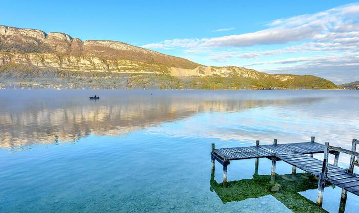 Bonjour....   brumes matinales sur le lac d'Annecy, en automne
