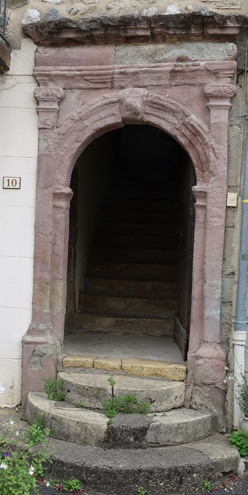 Saint-Côme-d'Olt : vieilles portes...