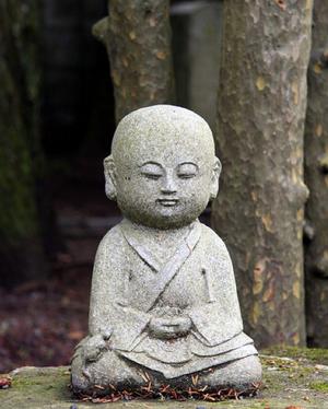 Méditer assis avec la respiration