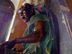 L'église de Rennes-le-Château attaqué par une étrange femme