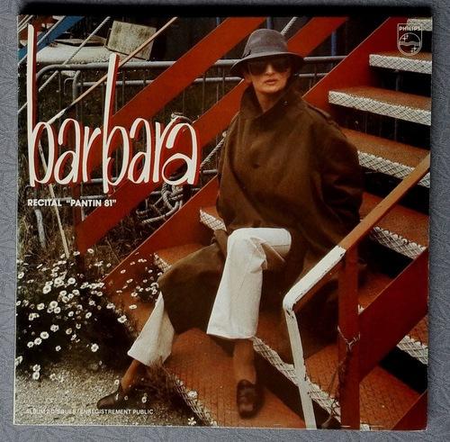 Barbara devant l'Hippodrome Jean Richard de Paris ( archives Jean Arnaud) -