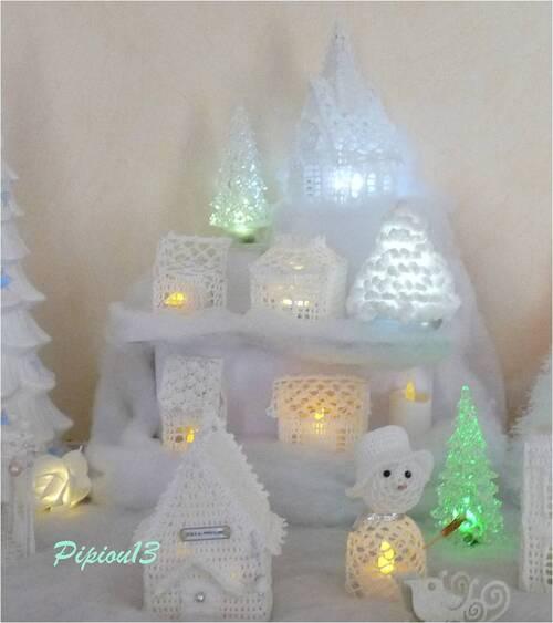 Au village blanc : manège,bonhomme de neige ....