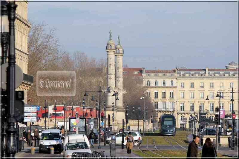 Aquitaine Gironde Bordeaux Place Quinconces colonnes rostrales