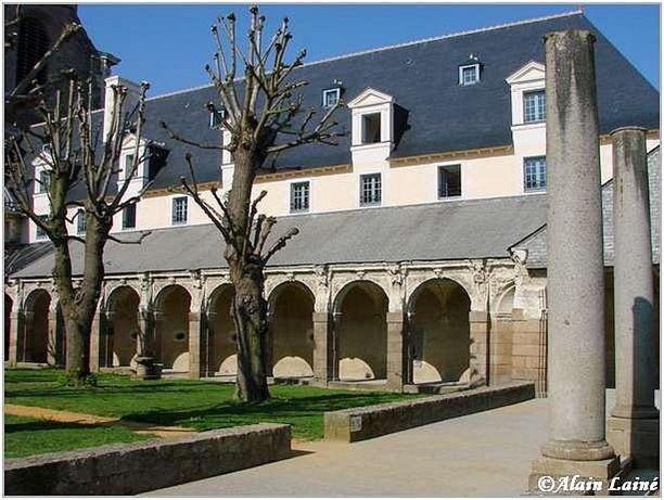 Cloitre St Melaine-Mai08-5