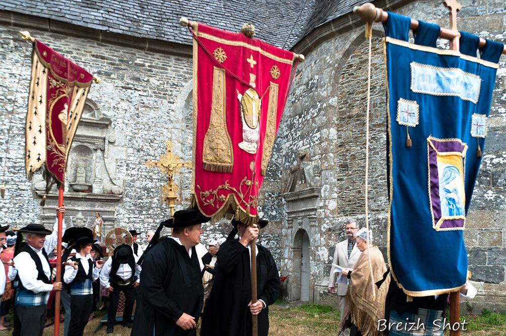 bannières Sizun Loc-Ildut - procession