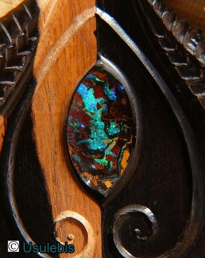 Blog de usulebis : Usulebis ,Artisan créateur de bijoux océaniens , pour info : usule1@aliceadsl.fr, Pendentif en ébène monté d'une opale Koriot