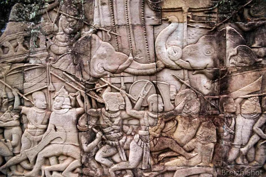 Bas relief : Bayon - Eléphants au combat