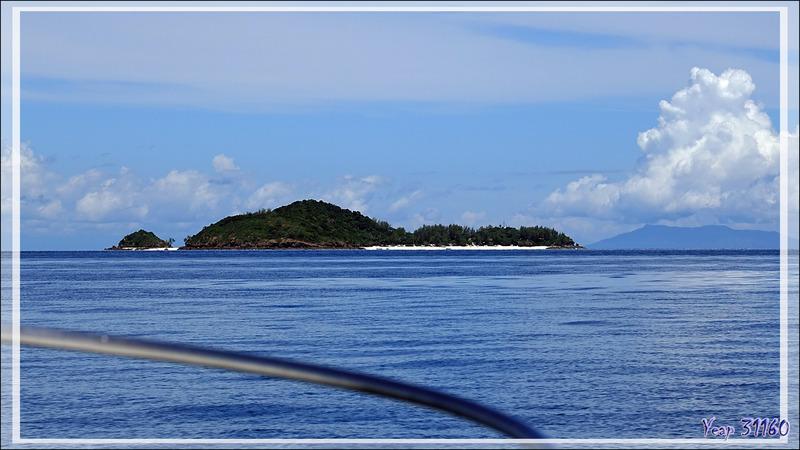 La belle randonnée se termine, le bateau nous attend pour nous ramener à Tsarabanjina - Nosy Mitsio - Madagascar