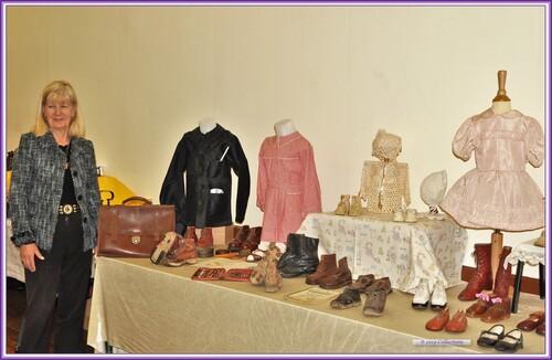 Chaussures et vêtements anciens.