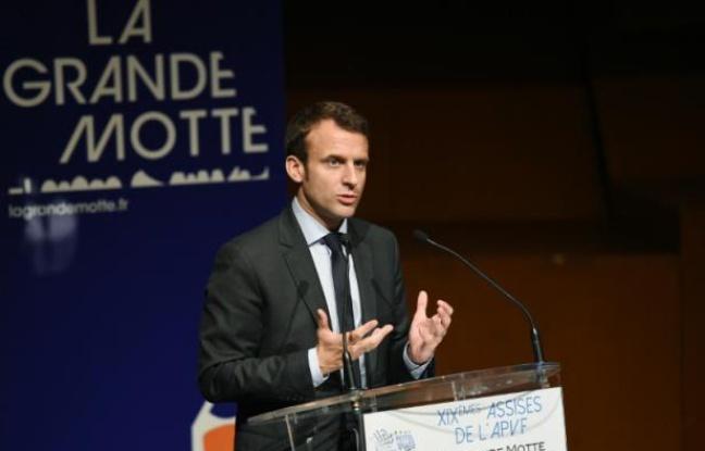Le ministre de l'Economie Emmanuel Macron prend la parole lors d'une réunion de l'association des petites villes de France (Apvf) à la Grande-Motte le 27 mai 2016