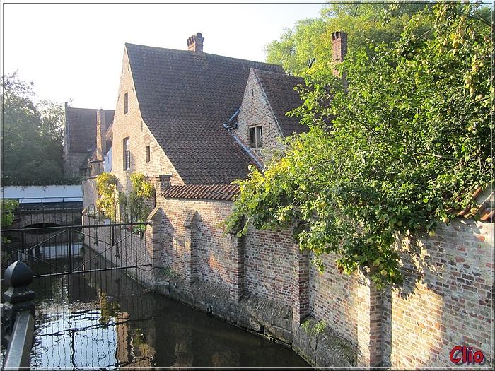 Bruges - Le Béguinage, à l'extérieur