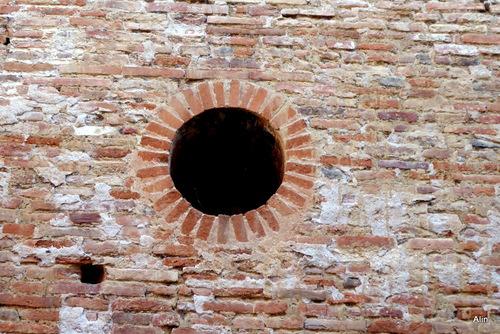 Ouvertures sur mur en brique...