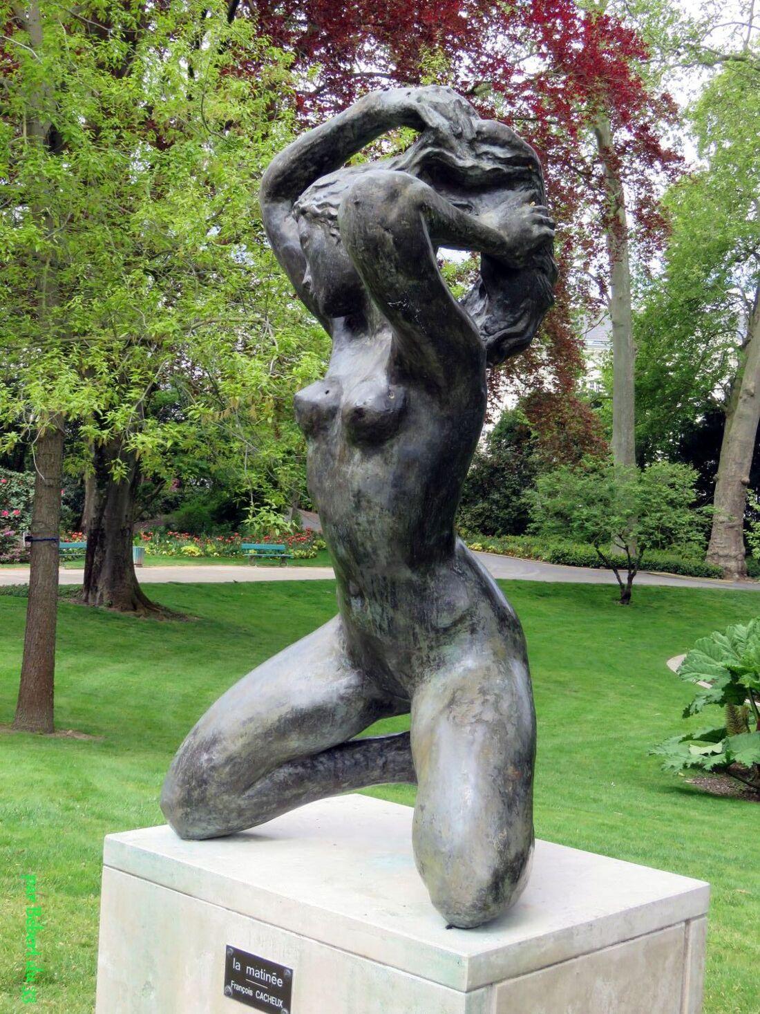 Belles statues sexy hi hi