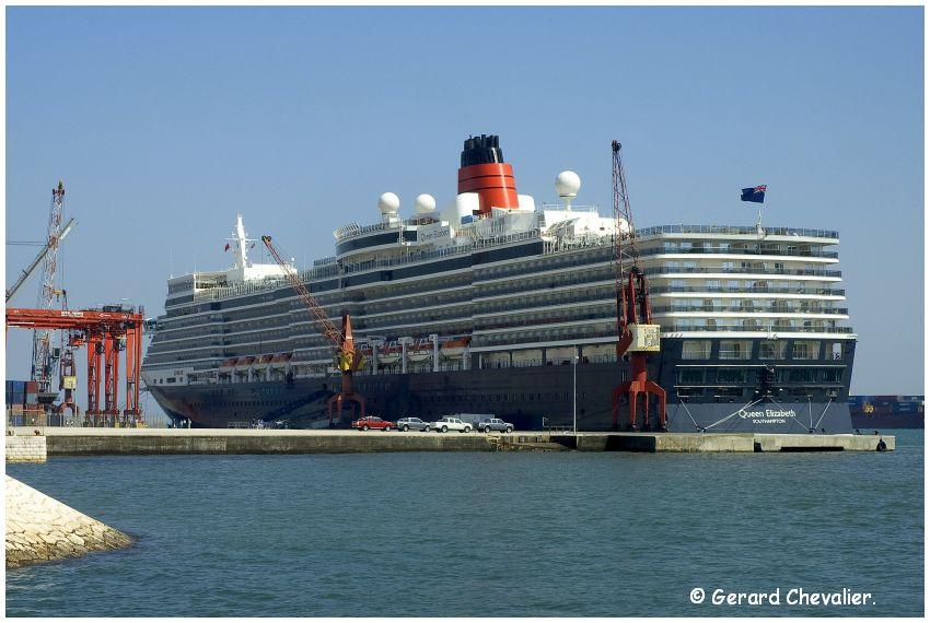 Lisboa - Le Queen Elizabeth dans le port.