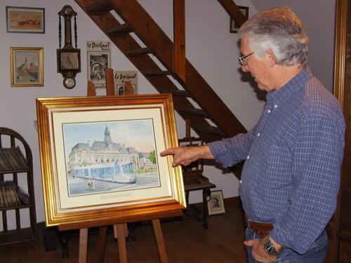 LE BRIGANT Michel devant l'un de ses tableaux