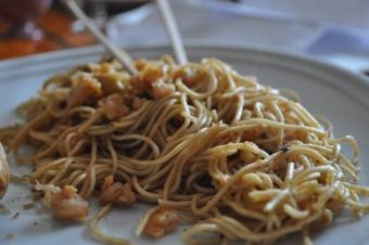 Nouille Chinoise et crevette au paprika au wok