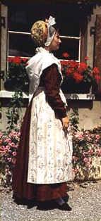 Costumes de mariés, Nawelspalter et Zepfelkapp