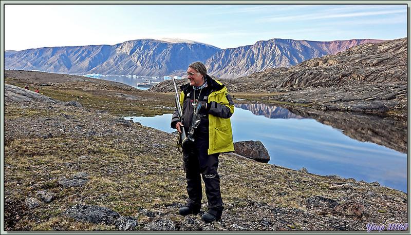 Panoramas admirés, lors de la montée à travers la toundra, vers le belvédère sur Bowdoin Glacier - Région de Qaanaaq - Groenland