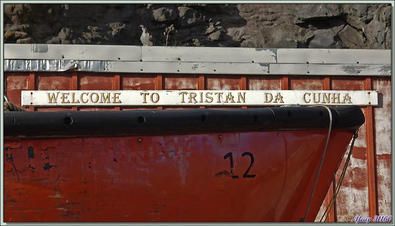 """Le petit port """"Calshot Harbour"""" nous souhaite la bienvenue - Edinburgh of the Seven Seas - Tristan da Cunha"""