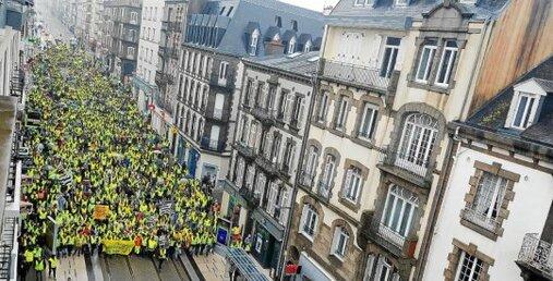 Samedi dernier, les gilets ont manifesté et descendu la rue Jean-Jaurès.