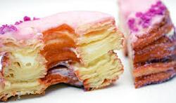 Mi-croissant, mi-donut, découvrez le Cronut™ !