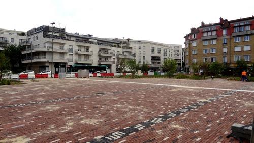 Les travaux se poursuivent Place de la Paix a Suresnes (92)