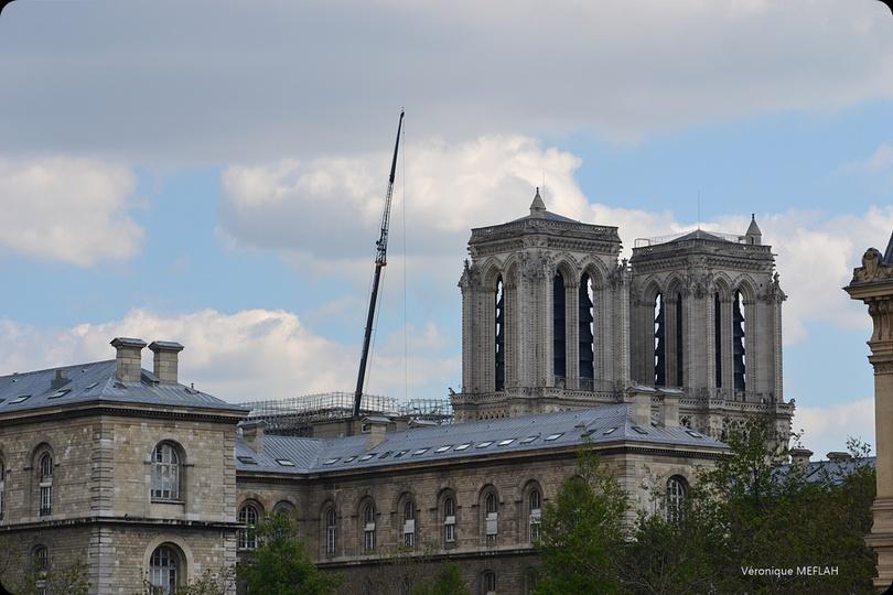 Notre-Dame de Paris : Une bâche pour la protéger de la pluie