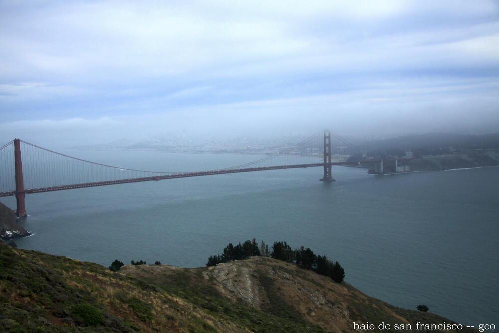 pont dans le brume