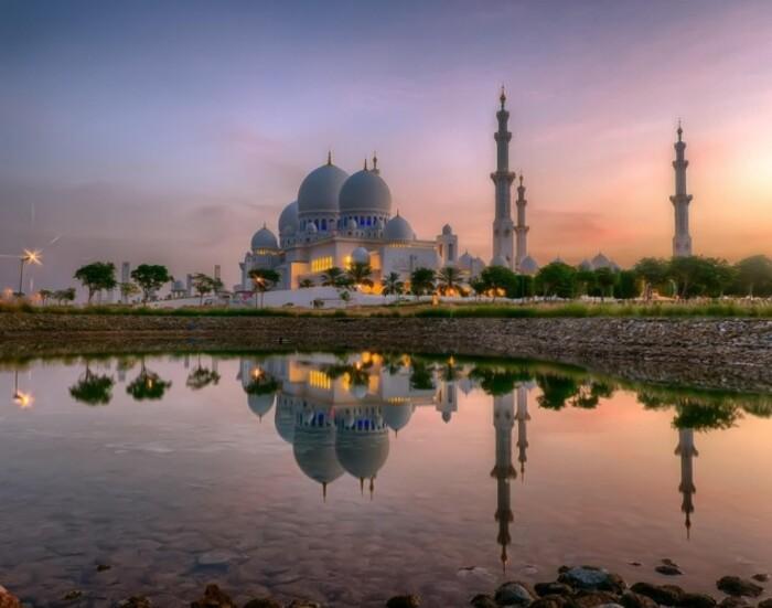Reflet de la mosquée Cheikh Zayed à Abu Dhabi