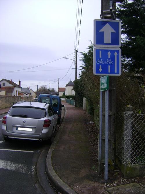 C24a, mon amour (Panneau de contre-sens cyclable à l'entrée du Chemin de la Levée)