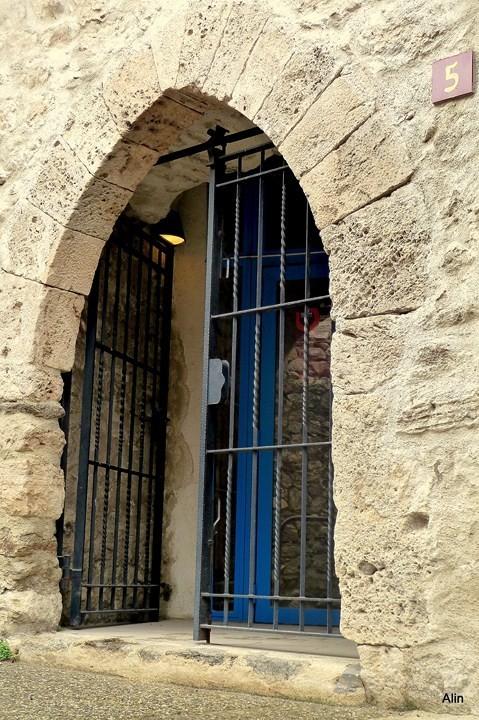 x01 - Une porte
