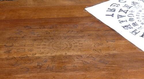 motif-transfere-sur-table-en-bois-travail-en-cours1.jpg