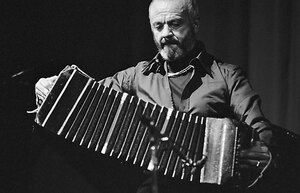 http://kutimon.files.wordpress.com/2009/03/astor_piazzolla_bandoneon_2.jpg