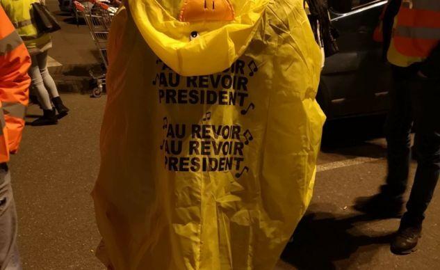 EN DIRECT : les gilets jaunes bloquent les routes, une manifestante tuée et 16 blessés